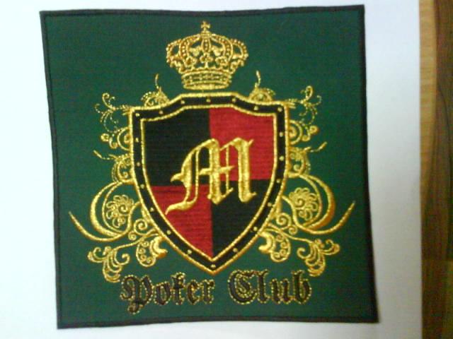 Вышивка логотипа заведения на стульях